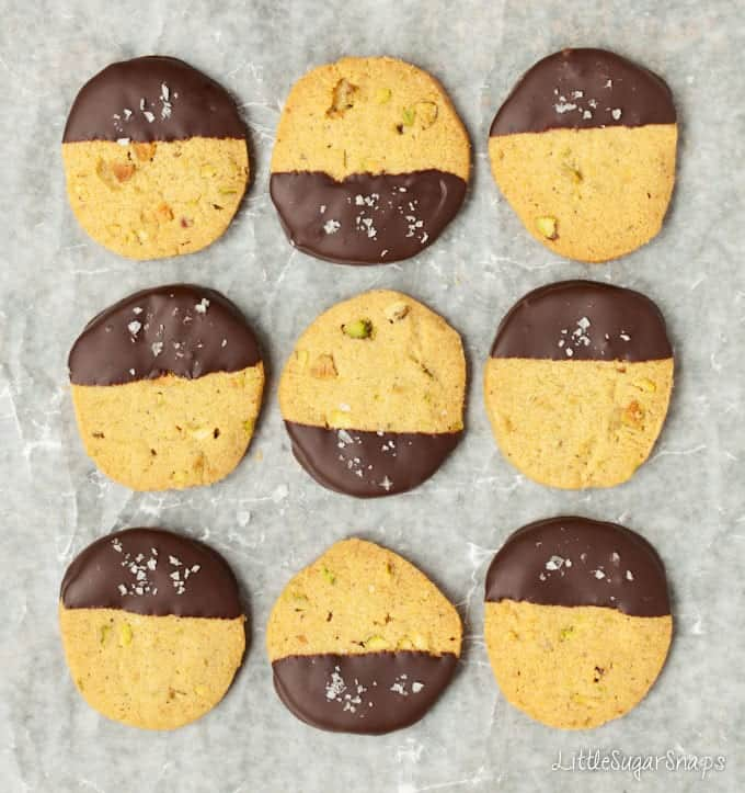 Dark Chocolate, Pistachio & sea salt biscuits