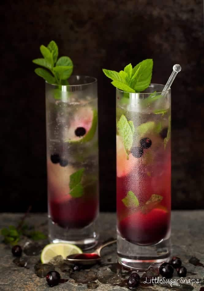Blackcurrant Mojito in tall glasses