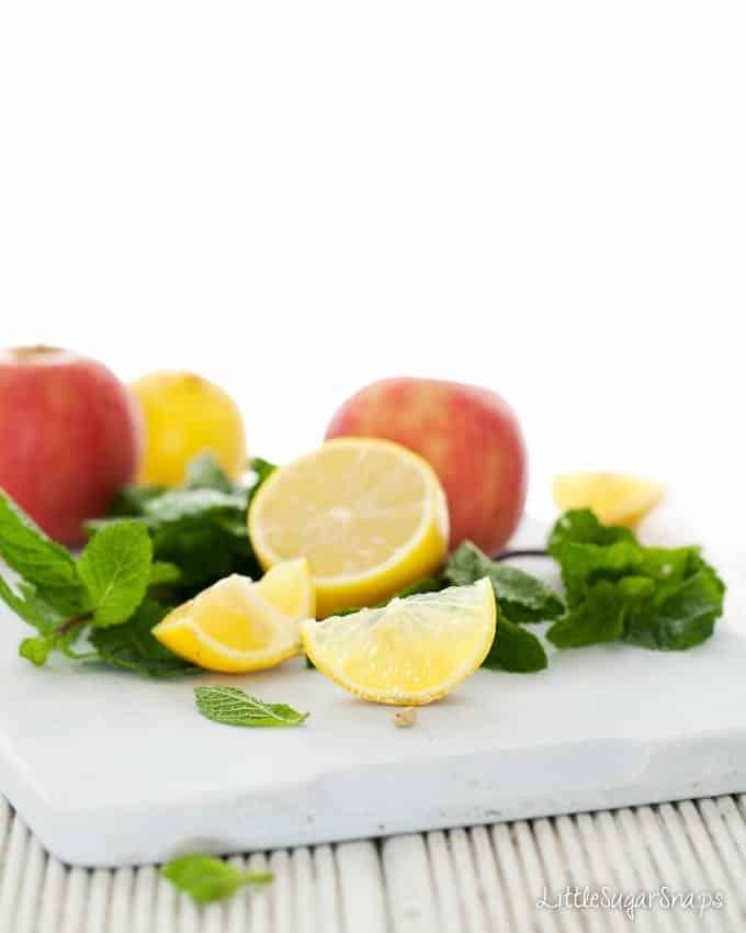 Apple Lemon Mint Fruit Cooler 0167