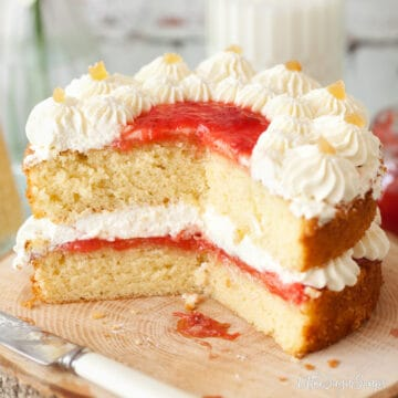 Easy Recipe for Vanilla Sponge Cake - close up