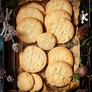 Embossed lemon shortbread cookies - featured image